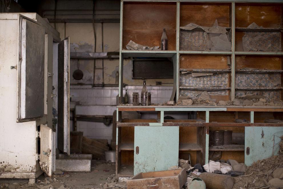 Кухня заброшенного кафе на территории зоны отчуждения
