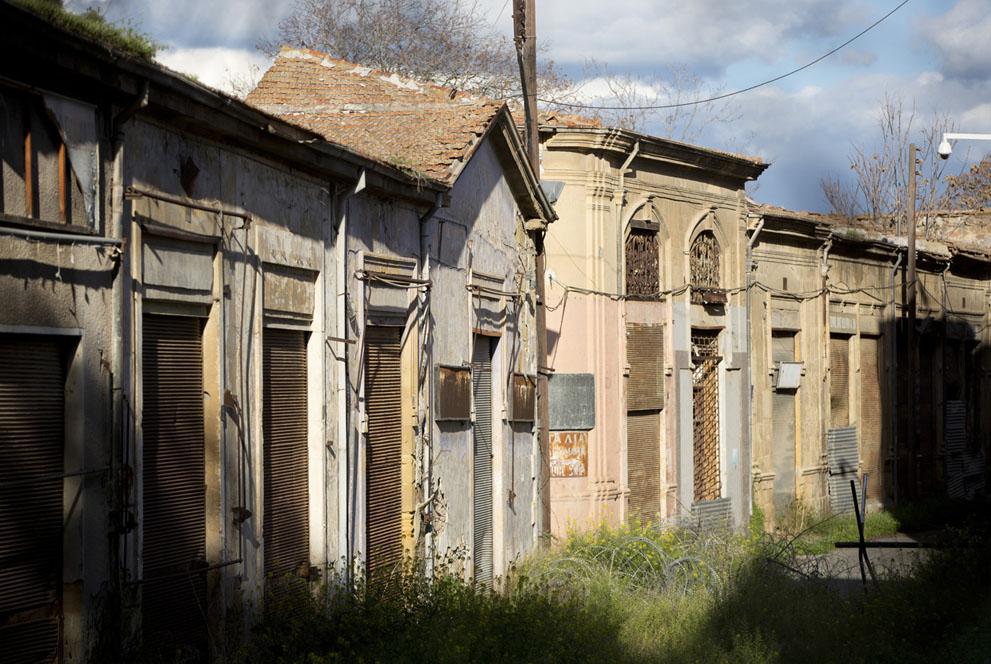 Заброшенная улица в пределах буферной зоны ООН в центре Никосии