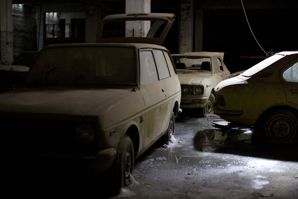 Еще несколько автомобилей в гараже
