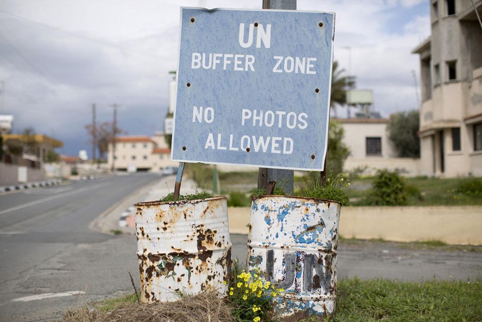 Знак у границы зоны отчуждения в поселке Пила