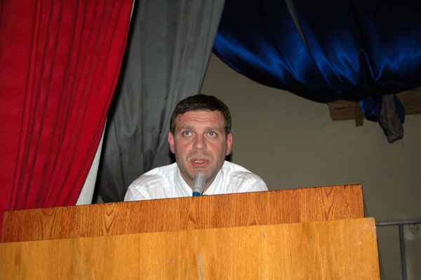 Вице-мэр Константин Савинов. После этого выступления его куда-то увели